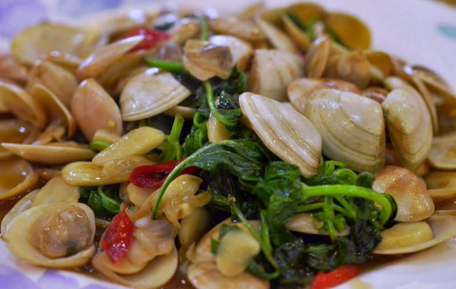 clams and vegetables