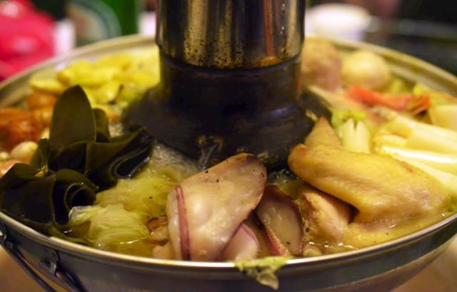 #FoodPorn: Traditional Bubbling Hot Pot In Taiwan