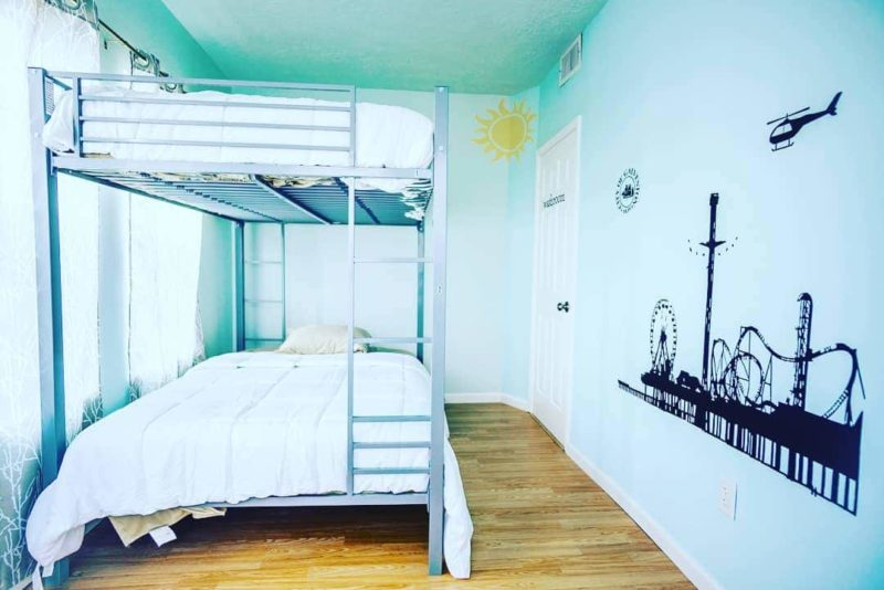 themed rooms at wanderstay houston